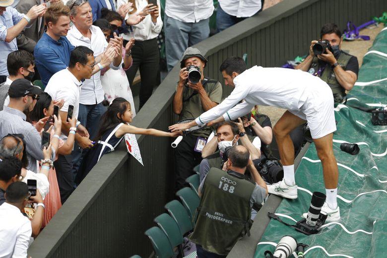 Wimbledon - Djokovic a offert sa raquette à une jeune supportrice !