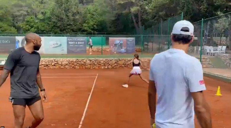 Insolite - Federer a joué en compagnie de Thierry Henry en Croatie !