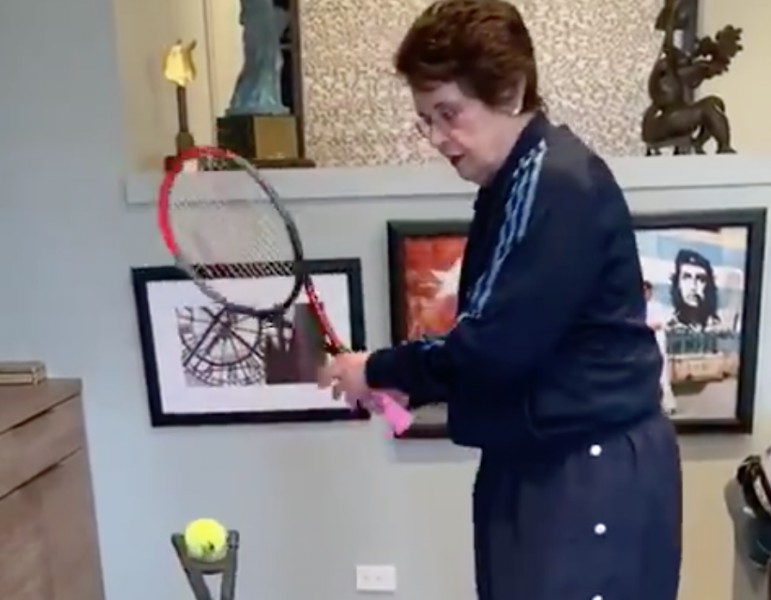 WTA - Même confinée, Billie Jean King travaille sa frappe de balle