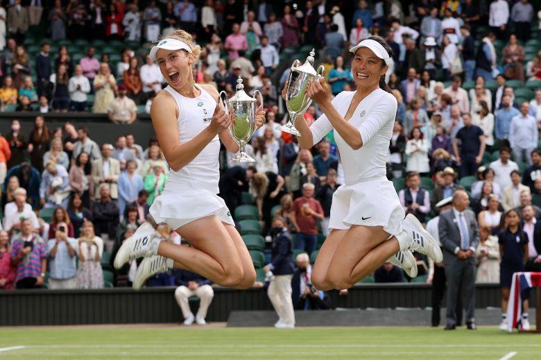 Wimbledon (D) - Premier trophée majeur ensemble pour Mertens/Hsieh...