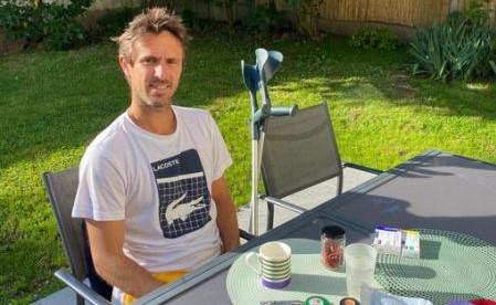 ATP - Après l'opération, Edouard Roger-Vasselin passe aux béquilles