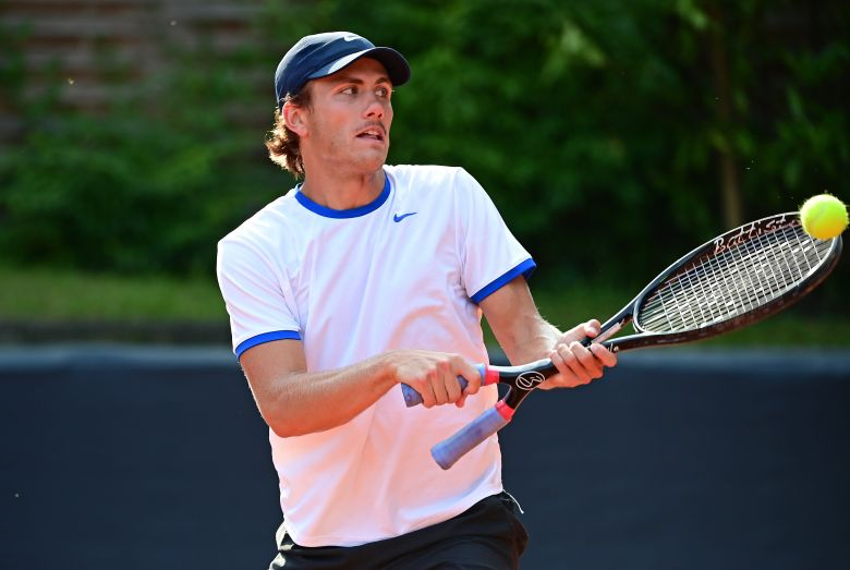 ATP - Hambourg - Whiting utilise la fameuse raquette à double manche !